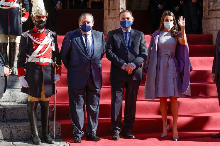 ESPAÑA La Reina Letizia de España llega a los premios 'Jaume I' en la Lonja de los Mercaderes el 30 de noviembre de 2020 en Valencia, España.