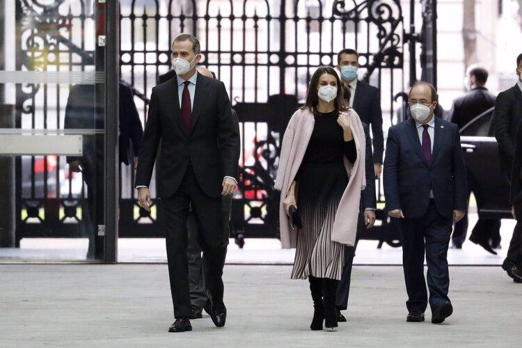 Los reyes de España asisten a la ceremonia de entrega de premios de periodismo de APM