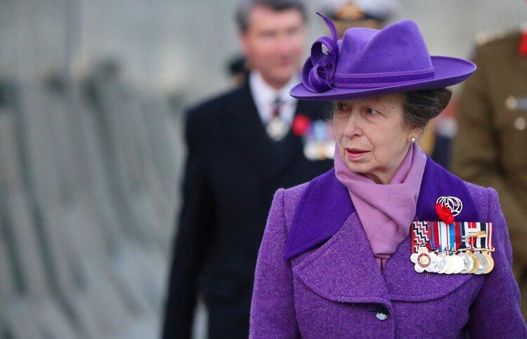 La Princesa Ana de Inglaterra asiste al servicio del amanecer para conmemorar el Día de Anzac
