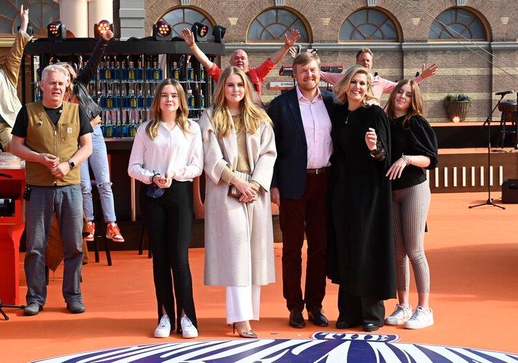 La familia real de los Países Bajos asiste al concierto de Konigsdag