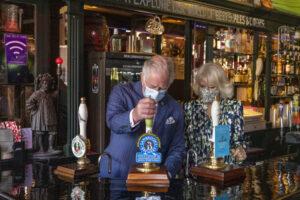 El Príncipe de Gales y la Duquesa de Cornualles visitan Clapham