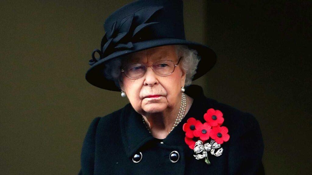 Isabel II en sus horas más bajas