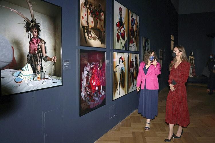 La duquesa de Cambridge visita el Museo V&A