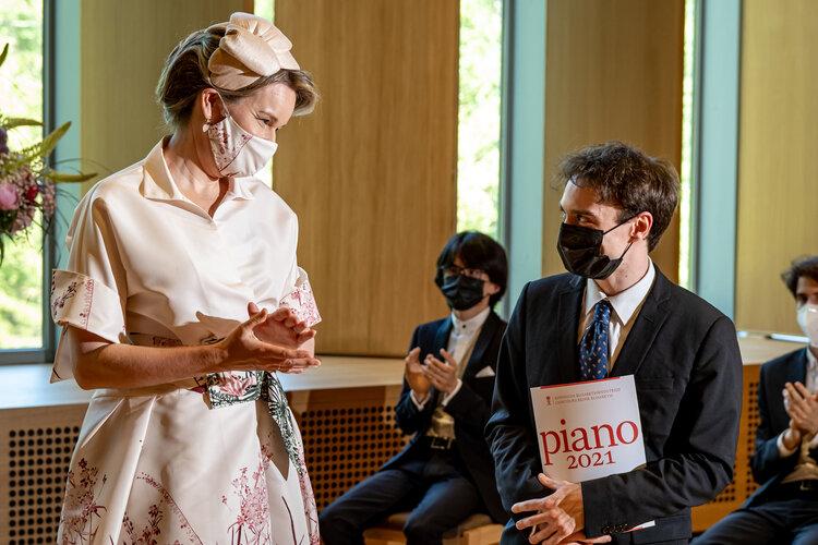 La reina Mathilde entrega el gran premio de piano del concurso Queen Elisabeth 2021